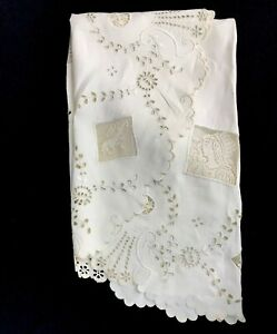 Vintage Round Embroidered Eyelet Tablecloth Figural Lace Inserts Women 44