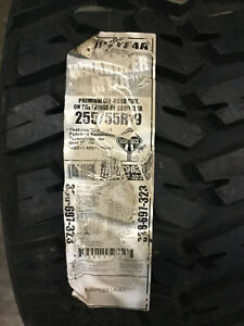 1 New 255 55 19 Goodyear Wragnler Mt R Mud Tire