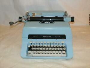 Vintage C 1966 Royal Tropic Blue 440 Magic Margin Manual Typewriter White Keys
