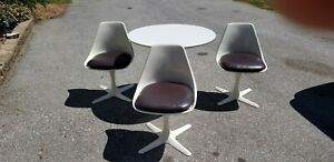 Mid Century Round White Burke Tulip Table With 3 Chairs