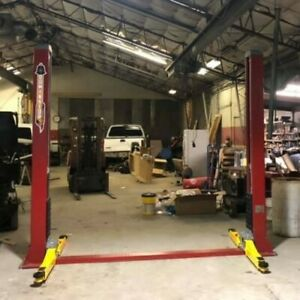 Dominator 2 Post Car Lift 9000 Lbs 220v Only 1 Year Old