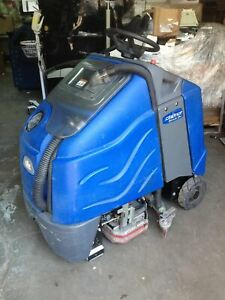 Windsor Iscrub24 Chariot Tennant Battery Powered Ride On Floor Scrubber No Batt