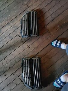 2 Piece Grill For A 99 07 Jeep Grand Cherokee