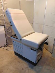 Midmark 404 Exam Table With Stirups In Good Working Condition S4605