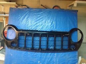 2005 2007 Jeep Liberty Painted Grill Grille Assembly Black Used