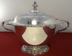 1847 Rogers Bros Heritage Silver Plated Large Handled Vegetable Tureen Bowl Lid
