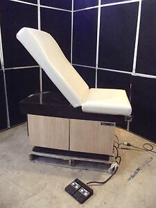Midmark 105 Power Exam Chair moves Up down Back foot Control s2566
