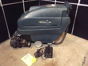 Tennant Nobles Strive 20 Carpet Extractor 206 7 Hours batteries charger S2668