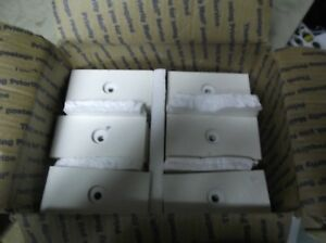 Lot Of 60 Trophy Parts 1 Hole Style White 2 1 2 X 5 X 1 2 Thick Plaster Base