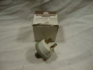 International Harvester 538724r1 Air Cleaner Restriction Indicator Switch Dt 414