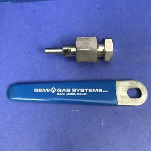 Cga 320 Cylinder Inlet Connection Flat Seat W Nut And Blue Semi gas Handle