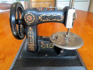 Antique National Stitchwell Lavelle Toy Sewing Machine Tsm Cast Iron Hand Crank