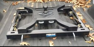 Reese Rail Kit Mounting Adapter And Curt Spyder 5th Wheel Gooseneck Hitch