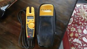 Very Clean Used Fluke T5 600 Electrical Tester W Leads Case Works Great