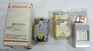 Honeywell Pneumatic Thermostat Tp973b 1090 1 Reverse Acting W cover