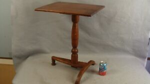 Antique Early 18c Tiger Maple Arched Tripod Foot Candlestand Table