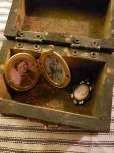 Primitive Wooden Keepsake Jewelry Box With Civil War Soldier Locket Sm Cameo