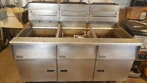 Triple 3 Pitco Sg18 s Built in Filtration Deep Fryer Bank 3 X 65 Pound