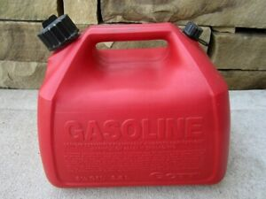 Rubbermaid Gott 2 5 Gallon Vented Gas Fuel Can With Spout 1226 Made In Usa