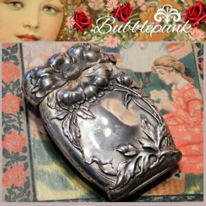 Superb Antique Sterling Silver High Relief Repousse Floral Match Safe Vesta Case