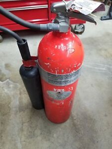 Used 15 Lb Fire Master Carbon Dioxide Fire Extinguisher Model 331 Depressurized