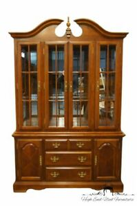 Universal Furniture Cherry Traditional Style 54 Buffet W Lighted Display Ch