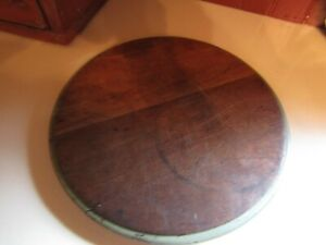Early Primitive Round Wooden Cutting Board W Orig Green Paint 10 Diameter