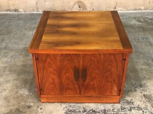 Lane Mid Century Modern Walnut End Table Nightstand With Cabinet Base