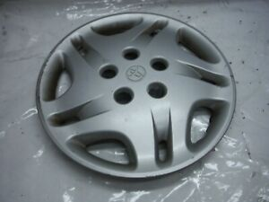 2001 Toyota Camry Ce A t Wheel Cover Hub Cap Assembly 2 Oem 2000