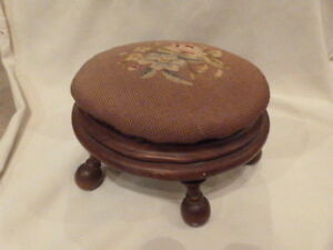 Antique Victorian Needlepoint Foot Stool Ottaman Ottoman Walnut Flowers 12 5 D