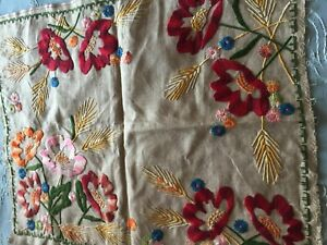 Beautiful Vintage Hand Embroidered Linen Motif