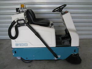 Tennant 6100 Sweeper W Vacuum Only 3 Hours