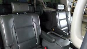 04 07 Nissan Pathfinder Armada 2nd Row Graphite Leather Bucket Seats