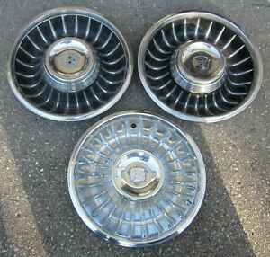 1961 Cadillac Hubcap Lot Of 3 Original Wheelcover W 1 Crest Used Orig Hubcaps 61