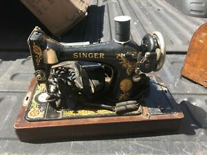 Vintage Singer Sewing Machine C1926 Beautiful Condition Pedal Case Model 128