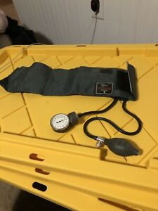 Classic Welch allyn Cuff Tycos Blood Pressure Aneroid Sphygmomanometer Used