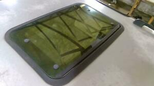 94 99 Land Rover Discovery Rear Sunroof Glass Sliding Glass Only