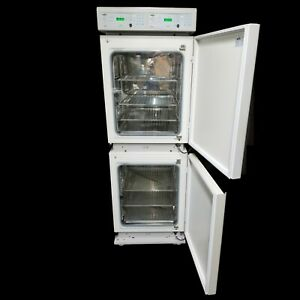 Nice Nuaire Nu 2700 Double Ir Autoflow Co2 Water jacketed Incubator W shelves