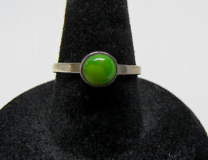 Vintage STERLING SILVER Round Lime Green TURQUOISE Gemstone WOMENS RING Size 7.5 $16.95
