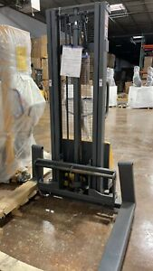 Apollolift Semi electric Straddle Stacker 118 Lift Height 2200lbs Adjust Fork