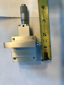 Newport Small Stage 1 5 X 1 5 With Micrometer 1 2 Of Travel Direction