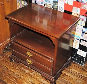 Beautiful Vintage Solid Mahogany End Table Or Night Stand