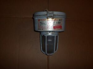 Crouse Hinds Vmvm100 mt Explosion Proof Light Lamp 100w 120 208 240 277v