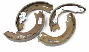 Parking Brake Shoe Kit With Springs And Pins Lr031947 For Land Rover