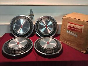Nos 69 71 Oldsmobile 14 Deluxe Hubcaps Wheelcovers Gm 983193 Cutlass