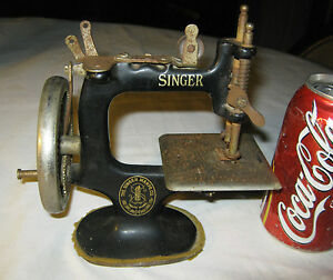 Antique Cast Iron Singer Toy Sewing Machine Usa Art Textile Dress Paperweight Ct