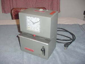 Nice Older Working Lathem 2126 Work Office Lever Activated Punch Time Clock