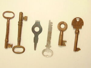 6 Vintage Keys 4 Brass 2 Flat Steel 1 Of The Brass Is About 3 1 2 Inches