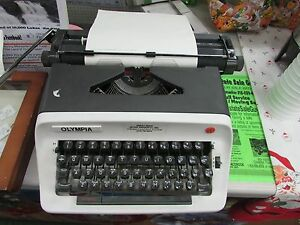 Olympia Model B12 White Gray Portable Manual Typewriter W Carrying Case Works