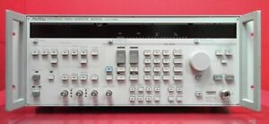 Anritsu Mg3633a Synthesized Signal Generator 10khz To 2700mhz